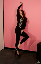 Tight Black Leggings On The Curvy Teen Kendra And Sportin A Whale Tale - Picture 1