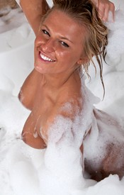That Kendra Is A Dirty Girl And She Needs A Good Cleaning In A Bubble Bath - Picture 12