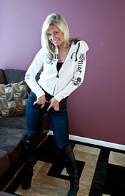 Cute And Busty Blonde Kendra In Her Skinny Jeans Lounging On The Couch With Her Boobies Out - Picture 3