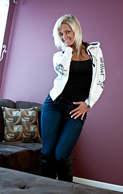 Cute And Busty Blonde Kendra In Her Skinny Jeans Lounging On The Couch With Her Boobies Out - Picture 4