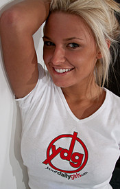 Kendra Rain Posing In One Of Her Favorite Sites T Shirts In Short Jean Shorts - Picture 6