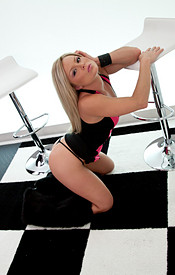 Skin Tight Dress And No Bra On The Tight Body Of Madden - Picture 7