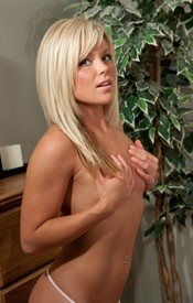 Hot Blonde Teen Madden In Pinkwhite Corset Stockings And Heels - Picture 12
