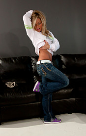 Cutie Madden In A Pair Of Tight Ass Jeans And A Cute Smile - Picture 6