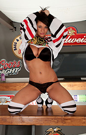 Hockey Is Back And Nikki Is Supporting Her Favorite Home Town Team In The Bar - Picture 5