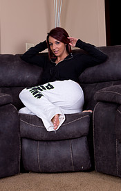 Nikki Sims Lounging Around In Sweats And Showing Off Her Big Boobs And Ass - Picture 3