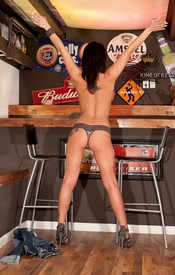 Nikkis Got Pump Love On The Bar, Showing Off Her Powerful Ass And Big Tits - Picture 13