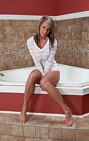 Busty Babe Nikki Is Soaking Wet Hot And Ready - Picture 1