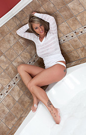 Busty Babe Nikki Is Soaking Wet Hot And Ready - Picture 4