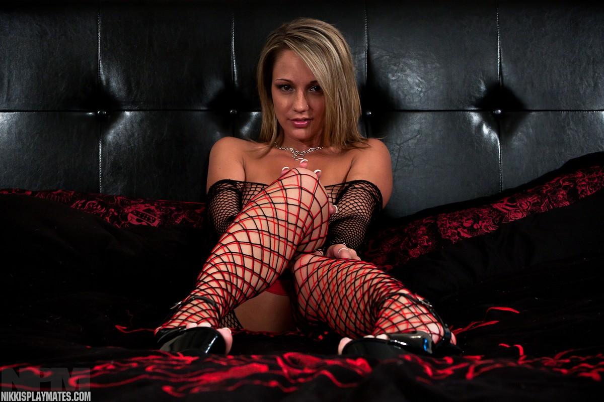 http://www.pinkvelvetvault.com/potd/Nikki/sys/pic.jpg